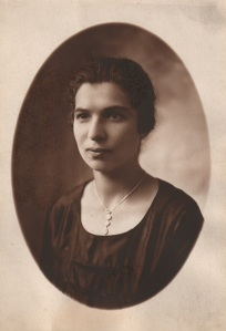 Esther (Fera) Citron Aptekar as a young woman.